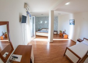 номер у готелі Residence Celebic-Radovic, Будва