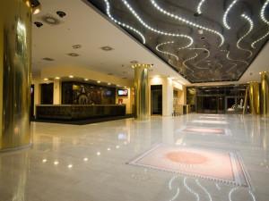 Хол отеля Maestral Resort & Casino 4*, Пржно (Черногория)