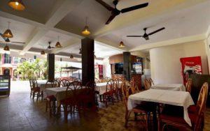 ресторан у готелі La Vaiencia Beach Resort 2*, Північний Гоа, Індія