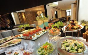 ресторан в готелі Ramaba Hotel & Suites