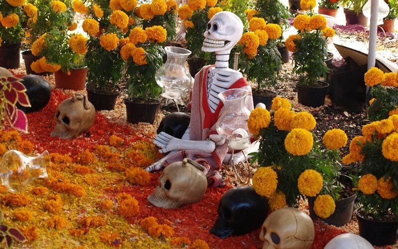 урочиста хода на кладовищі