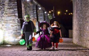 діти в костюмах