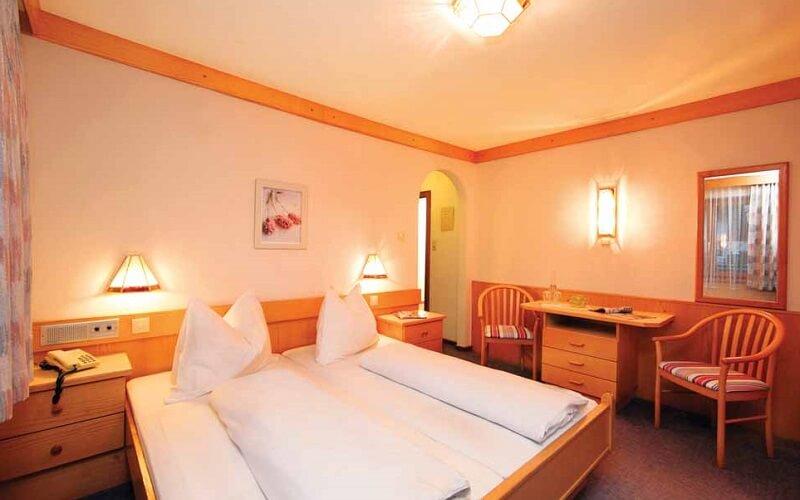 номер в готелі Bergheil Pension 3*, Капрун, Австрія