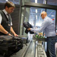 Пассажирам, следующим через Амстердам: ноутбук не вынимать?