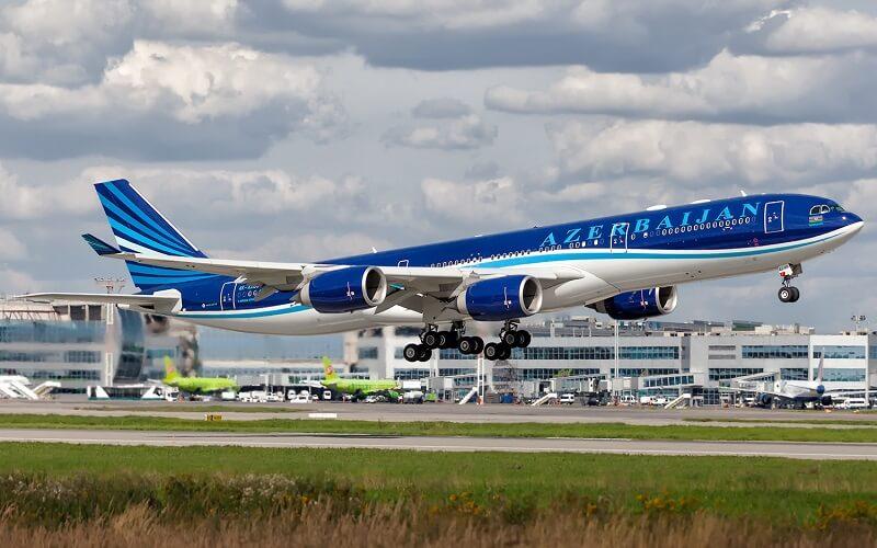 самолёт Azerbaijan Airlines