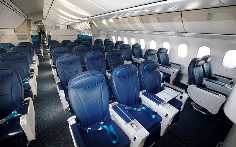 борт самолёта Azerbaijan Airlines