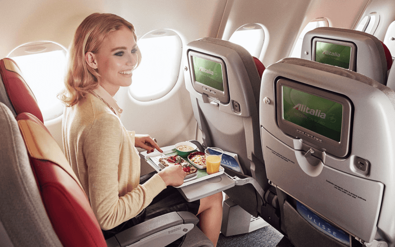 салон самолета авиакомпании Alitalia