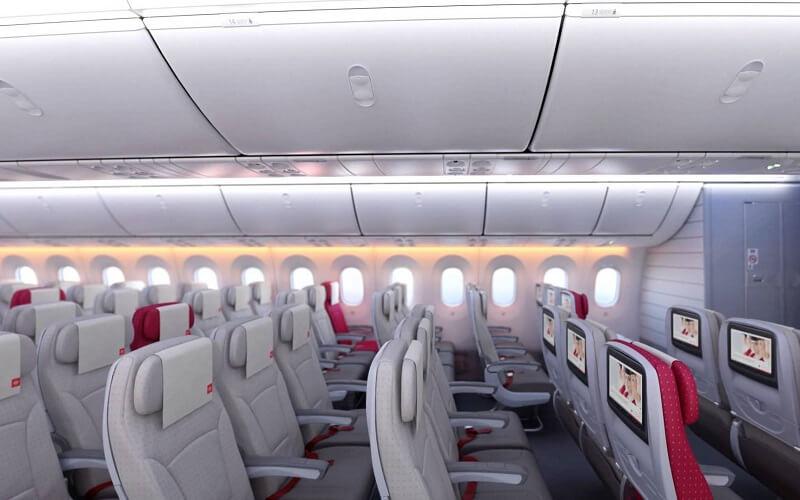 борт самолета Royal Jordanian Airlines