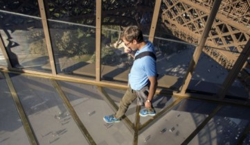 Какой тур в Париж без посещения обновленной Эйфелевой башни?