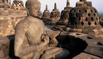 Буддийский храм в Индонезии