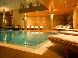 бассейн в отеле Yastrebets Wellness & Spa