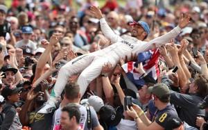 ликующие трибуны F1