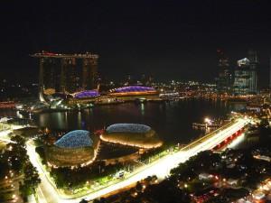 ночная трасса в Сингапуре