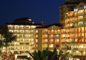отель Royal Park Hotel 4*, Елените, Болгария, вид вечером