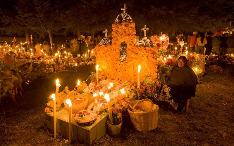 празднование на кладбище