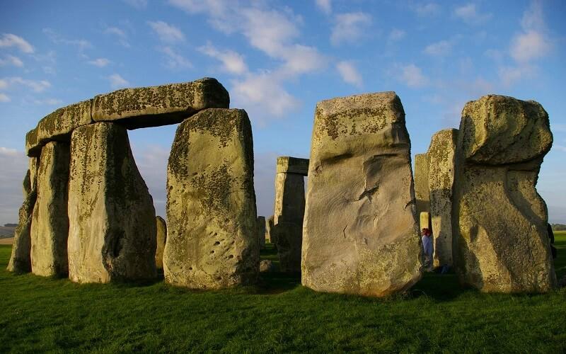 Каменный монумент