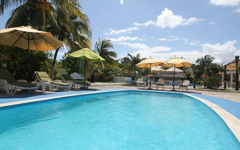 бассейн в отель Calypso 3*, Канкун, Мексика