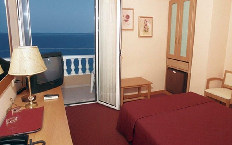 номер в отеле Mantas 3*, Греция, Лутраки