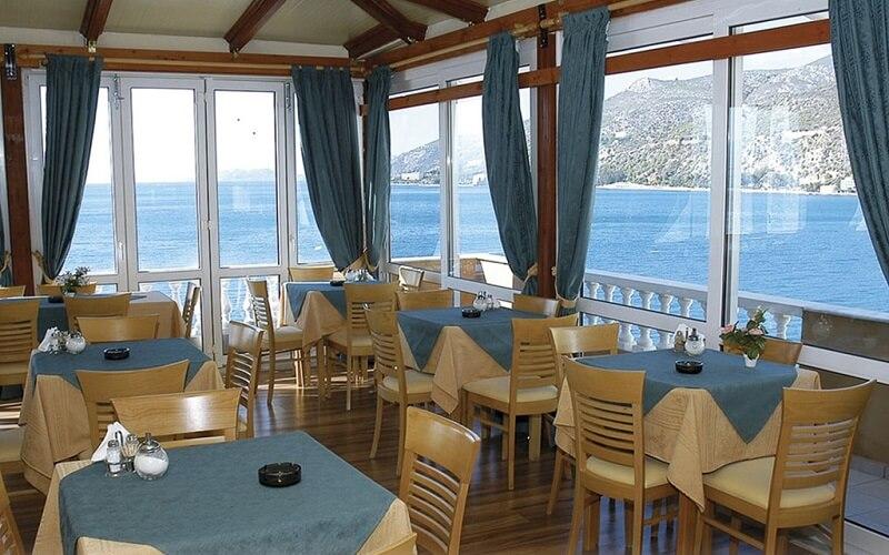 ресторан в отеле Mantas 3*, Греция, Лутраки