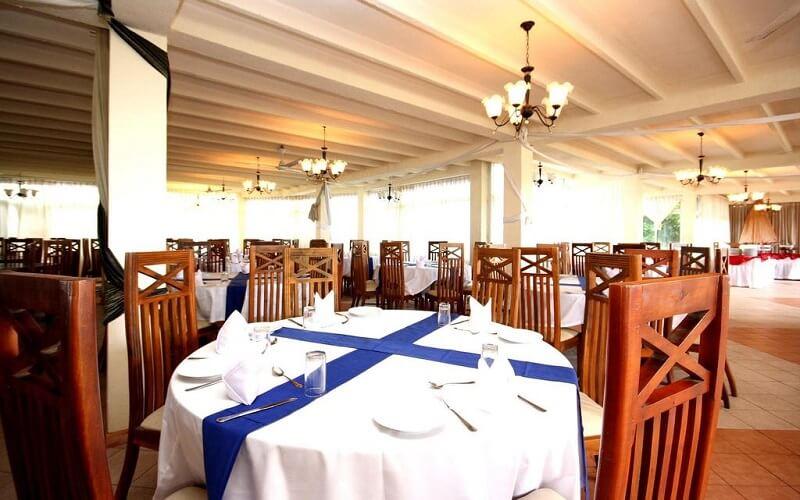 ресторан в отеле Lavendish Beach Resort 3*, Унаватуна, Шри-Ланка