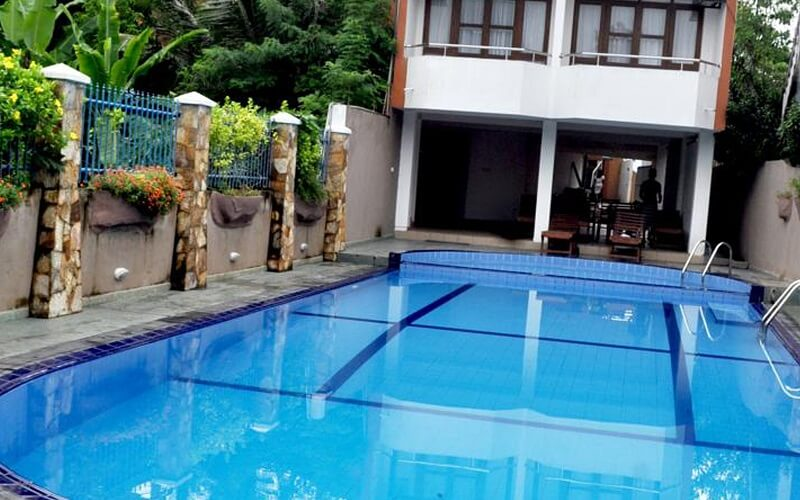 бассейн в отеле Lavendish Beach Resort 3*, Унаватуна, Шри-Ланка