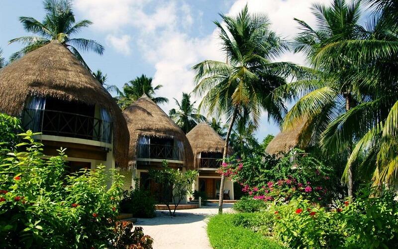 территория отеля Bandos Island Resort & Spa 4*, Мальдивы
