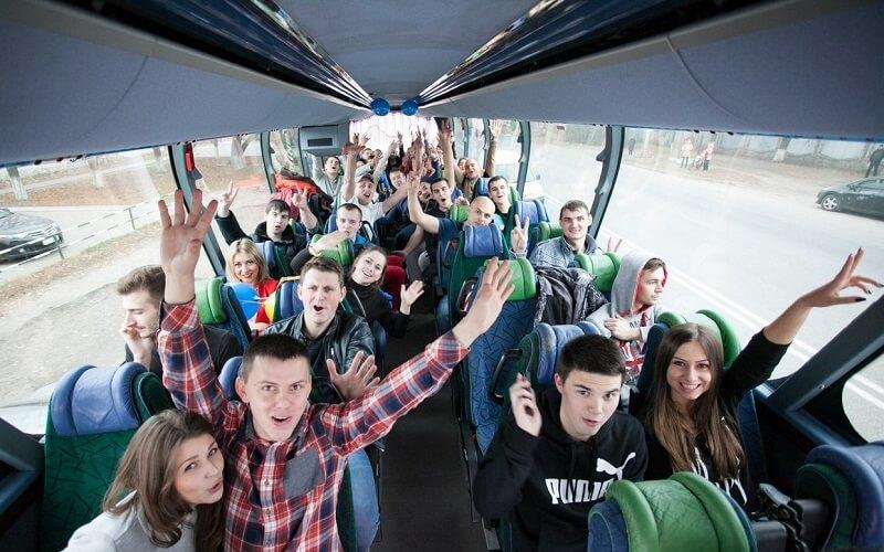 путешествовать на автобусе