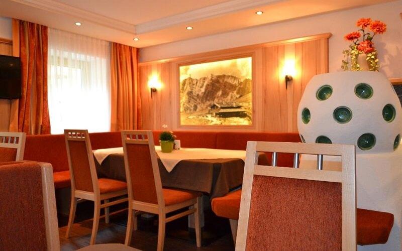 ресторан в отеле Bergsee Pension 2*, Зельден, Австрия