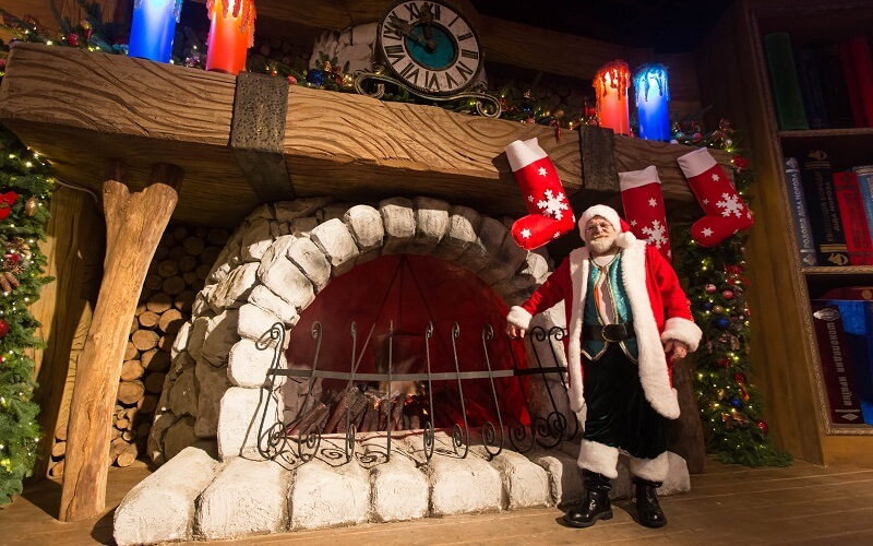 резиденция Дед Мороза на ВДНХ в Киеве