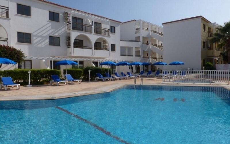 бассейн в Amore Hotel Apartments 3*, Протарас, Кипр