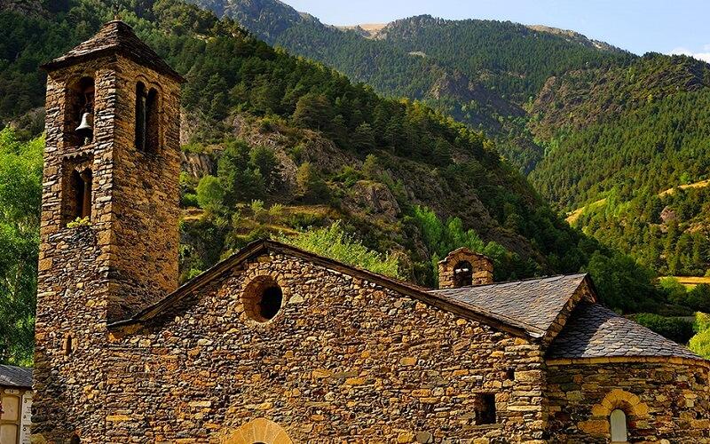 старинная архитектура в Андорре