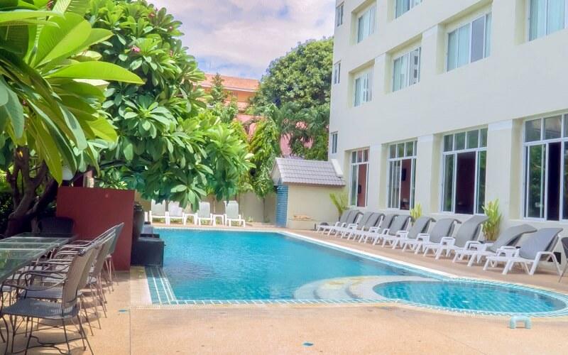 бассейн в Crown Pattaya Beach Hotel 3*, Паттайя (Таиланд)
