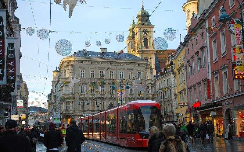 Городская улица в городе Линц, Австрия