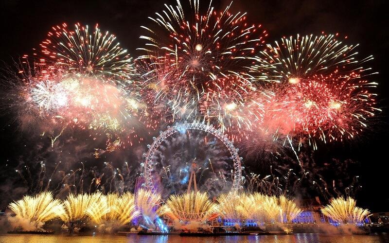 Новый год в Париже, Франция