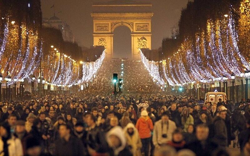 Празднование Нового года в Париже, Франция