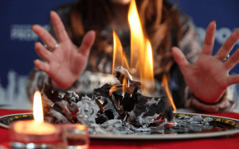 гадание со сжиганием бумаги