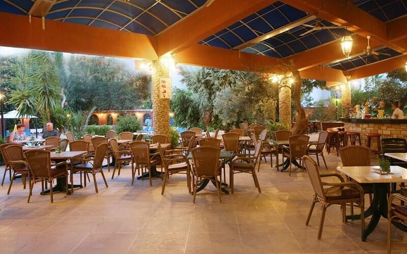 ресторан Navarria Hotel 3*, Лимассол, Кипр