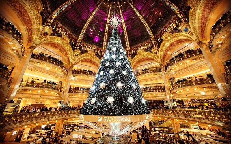 Ёлка в Париже с кристаллами Swarovski