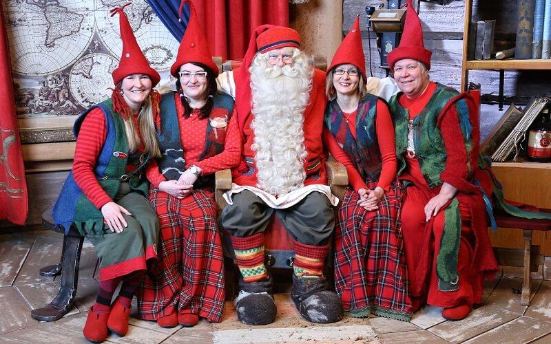 Санта Клаус и эльфы