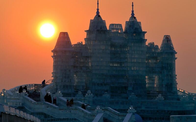 замок из льда в Китае