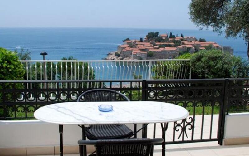 балкон у готелі Horizont 4*, о. Св. Стефан, Чорногорія