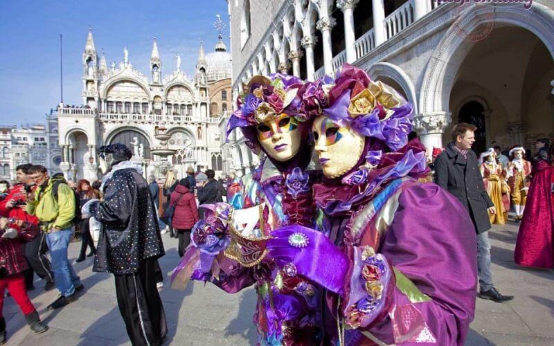 учасники Венеціанського карнавалу