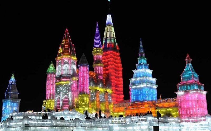 фестиваль льда в Китае ночью