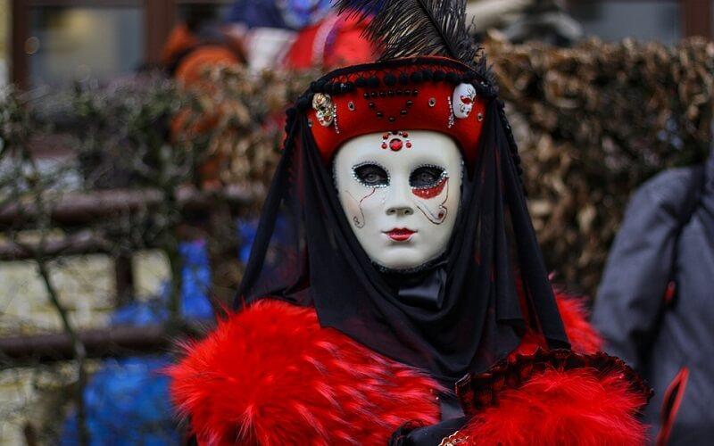 маска Венецианской Дамы на карнавале