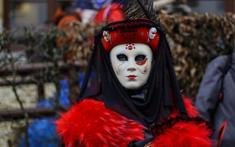 маска Венеціанської Дами на карнавалі