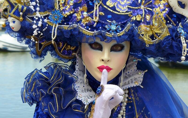 народные гуляния на карнавале в Венеции