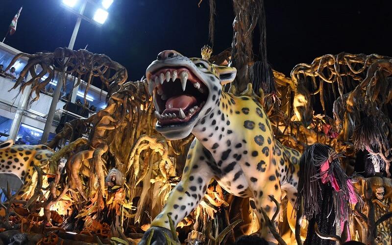 декоративні платформи на карнавалі