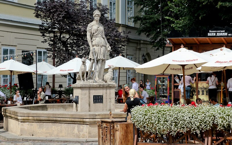 статуя Діани у Львові