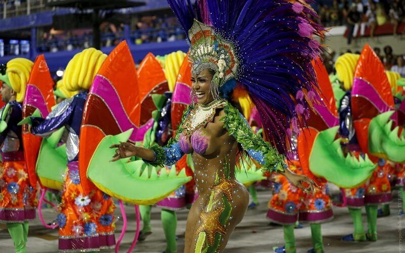 костюи на бразильському карнавалі