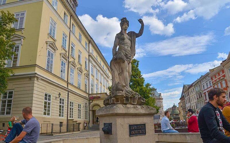статуя Амфітріти у Львові